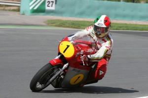 Giacomo Agostini kommt zum Zschorlauer Dreieckrennen am 27./28. Juli 2013