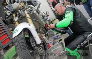 Henrik Voit kämpfte mit technischen Problemen an seiner Aprilia und einem stark fahrenden Toni Rechberger