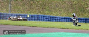 Broc Parkes stürzt, für ihn war das Rennen damit beendet
