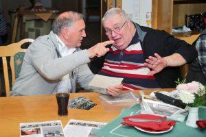 Stammtisch-Organisator Bernd Bammler (rechts) im Gespräch mit Stromhardt Kraft