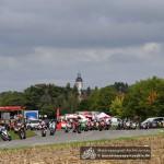 Michael Rutter führt das Feld durch die Frohburger Bridgestone-Kurve.
