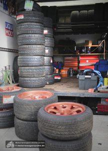 So viele Reifen hatte nicht jeder mit, viele nur die vier unterm Auto