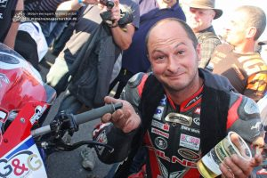 Didier Grams mit dem defekten Lenkerstummel
